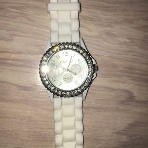 White foam crystal watch